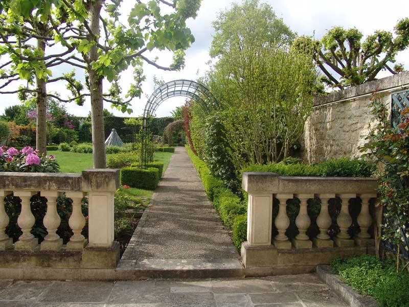 Entretien espaces verts jardin d cor paysagiste oisejardin for Entretien jardin saint yvi